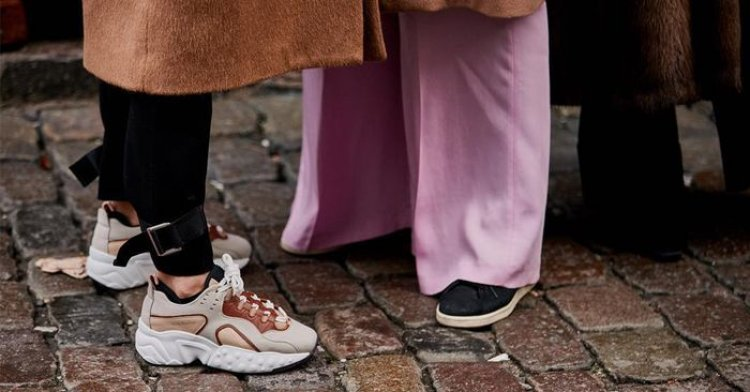These Are the Best Sneakers for Wide Feet, According to a Podiatrist