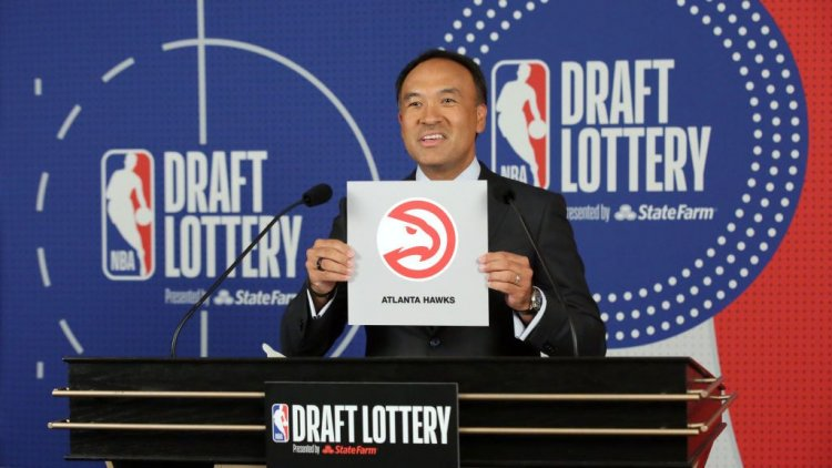 Report: Hawks trying to trade No. 6 pick to make playoff push
