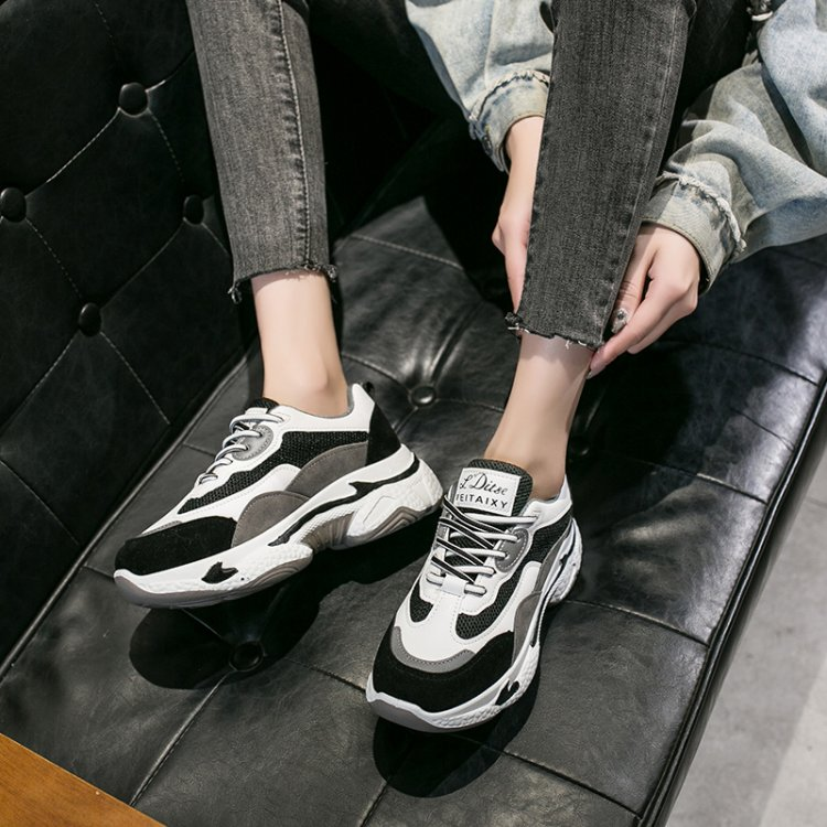 Are white sneakers out of style in 2020?