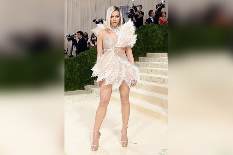 Hailee Steinfeld completely unrecognizable with new look at Met Gala